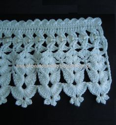 Crochet Lace edging ~~ The most interesting thing here is the work with the rows of chains on the heading ~ like drawn thread work lattice done in embroidery ~~ The central thread, or chain, incorporates beads into the torsade ~~ OFICINA DO BARRADO