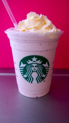 How to Make a Starbucks Cotton Candy Frappuccino - DIY Secret Menu Recipe Kid Drinks, Non Alcoholic Drinks, Yummy Drinks, Delicious Desserts, Yummy Food, Bomb Drinks, Frozen Drinks, Beverages, Cocktails