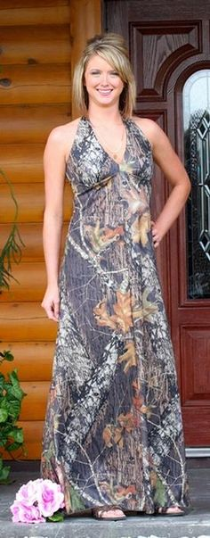 This classically styled, elegant camouflage dress works perfectly for a camo bridesmaid dress or a camo prom dress. The comfortably cut halter style top ties behind the neck for the perfect fit. The top offers plenty of coverage, but also a beautiful neckline. The top of the back lies at mid-back...
