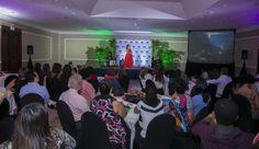 12.Comparto el conocimiento en conferencias y seminarios que me llevan a conocer interesantes personas y lugares, permitiéndome vivir al mejor nivel que soy capaz de sostener…