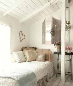 Ever Wanted A Home Like The Ones You See On TV? These Shabby Chic Interior Design Tips Can Help! Give your home a whole new look with lots of different lighting Cottage Chic, Cottage Style Bedrooms, Shabby Chic Bedrooms, Home Bedroom, Bedroom Decor, Bedroom Ideas, Bedroom Interiors, Bedroom Ceiling, Design Bedroom