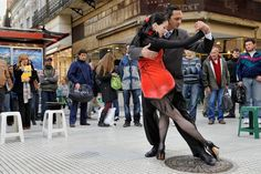 Fannie and Fabio tango in the streets of Buenos Aires
