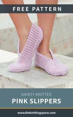 Dainty Knitted Pink Slippers Gear up for autumn and winter seasons by crafting a pair of this warm and cozy knitted slippers that totally makes for a. Knit Slippers Free Pattern, Crochet Socks, Knitting Socks, Crochet Baby, Crochet Granny, Crochet Patterns For Beginners, Knitting Patterns Free, Free Knitting, Baby Knitting
