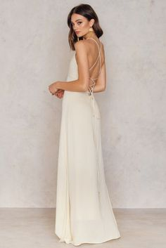 You are ready for the summer! The Luna Tie Back Maxi by Toby Heart Ginger comes in beige and features soft material, a strap closure on the back, and a maxi length. Wear this dress with heels and a nice hat!