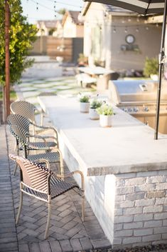 Tips on how to create an outdoor kitchen area! - Home Decor Ideas - Kitchen Bars Outdoor Kitchen Patio, Outdoor Kitchen Design, Outdoor Living, Outdoor Decor, Outdoor Bars, Outdoor Kitchens, Outdoor Bar Areas, Concrete Outdoor Table, Outdoor Bar And Grill