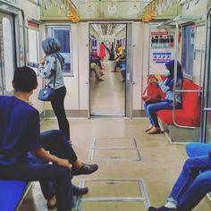 """""""Memasuki stasiun Tanah Abang.."""" #krl #commuterline #keretaapi #stasiun #tanahabang #jakarta #indonesia"""