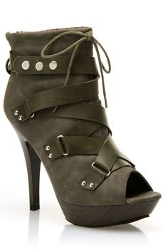 Apple Bottom Bailey Pumps In Olive