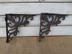 This is a Set of 2 OCTOPUS Brackets. You can place them on the corner of your entry way to give it a bit of warmth and detail. Or you can use them as shelf brackets to hold a shelf. All you need is the tools to attach it to a shelf or a corner wall area. Wall Shelf Brackets, Corner Wall Shelves, Ocean Home Decor, Nautical Bathroom Decor, Rustic Walls, Rustic Wall Decor, Steampunk Bathroom, Cast Iron, It Cast