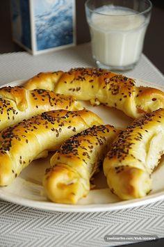 Pokud jste dosud nenasbírali odvahu na domácí pečivo, nyní přišel správný čas… Czech Recipes, Savoury Baking, Bread And Pastries, Pain, Hot Dog Buns, Food Dishes, Bread Recipes, Croissant, Bakery