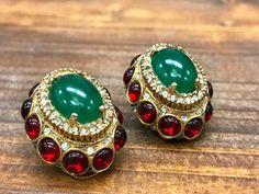 Vintage Designer Signed Kenneth J. Lane Green/Red Stone Clip-On Earrings Kenneth Jay Lane, Clip On Earrings, Costume Jewelry, 1960s, Emerald, Dangles, Gemstone Rings, Jewelry Design, Gemstones