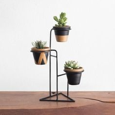 Triple vase black wrought iron pot stand for garden and home Iron Furniture, Steel Furniture, Industrial Furniture, Garden Furniture, Furniture Ideas, Metal Plant Stand, Diy Plant Stand, House Plants Decor, Plant Decor
