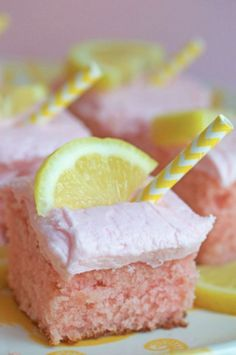 Pink lemonade gets a twist in this pink lemonade cake. This is the perfect lemonade cake with a moist texture, citrus flavor and fun color to enjoy summer! Cupcake Recipes, Baking Recipes, Dessert Recipes, Veg Recipes, Just Desserts, Delicious Desserts, Yummy Food, Pink Desserts, Cupcakes