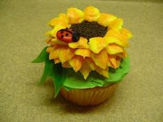 """Decorating Cupcakes: Sunflower and Ladybug This is an idea I found in the book called """"Hello, Cupcake"""" by Karen Tack and Alan Richard. Sunflower Cupcakes, Ladybug Cupcakes, Snowman Cupcakes, Ladybug Party, Giant Cupcakes, Cute Cupcakes, Cupcake Cookies, Decorate Cupcakes, Summer Cupcakes"""