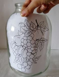 6 Ideas para decorar frascos de vidrio y hacer lindas manualidades ~ Haz Manualidades Painted Wine Bottles, Painted Wine Glasses, Painted Mason Jars, Glass Bottle Crafts, Bottle Art, Diy Lampe, Glass Painting Designs, Stained Glass Paint, Decorated Jars