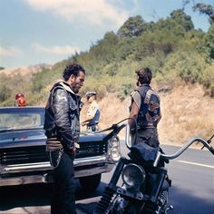 The man will keep ya down  #motorcycle #motorbike #motor #bike #vintage #motorbike #menswear #style  #cafè #racer www.eff-style.com