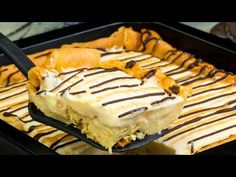 Pudding Cake – Huge Representative Donut in the Baking Tube! Party Desserts, Dessert Recipes, Beaux Desserts, Romanian Desserts, Pudding Cake, Pudding Recipe, Eclairs, Unique Recipes, Something Sweet