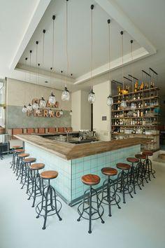 Um bar e as cores, os materiais, layout, tudo.