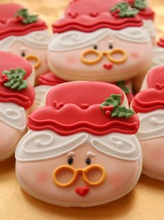 #sweetsugarbelle : Mrs. Claus Cookies