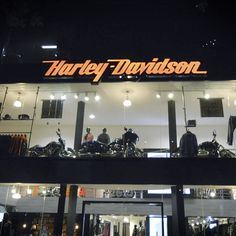 Agencia oficial de #visualmerchandising en México para la marca #HarleyDavidson especialista en motocicletas, con oferta de producto relacionado a la marca.
