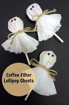 Filter Lollipop Ghosts Coffee Filter Lollipop Ghost - fun, pre-packaged nut free snack for Halloween class parties!Coffee Filter Lollipop Ghost - fun, pre-packaged nut free snack for Halloween class parties! Dulces Halloween, Bonbon Halloween, Soirée Halloween, Halloween Class Party, Adornos Halloween, Halloween Goodies, Halloween Crafts For Kids, Halloween Birthday, Holidays Halloween