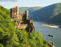 Castle Rheinstein - Trechtingshausen, Rhineland-Palatinate, Germany http://destinations-for-travelers.blogspot.com/2013/12/burg-rheinstein-trechtingshausen-renania-palatinado-alemanha.html