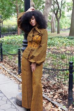 The right picture collection of 2018 latest ankara styles for ladies. Every woman deserves to rock the latest ankara styles of 2018 Latest Ankara Dresses, Latest Ankara Styles, African Print Dresses, African Fashion Dresses, African Dress, Ankara Fashion, African Attire, African Wear, Models