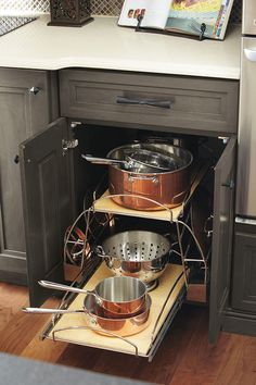 Pots & Pans Storage Pull Out Two independent pullout shelves and a chrome rack allows for pots and pans storage without hassle.