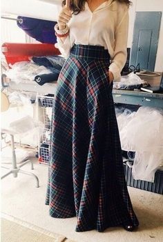 Even wider waist would be worth playing with, love this - tartan ideas telas vestidos novia inspiracion boda escocesa Mode Outfits, Skirt Outfits, Dress Skirt, Fashion Outfits, Womens Fashion, Maxi Skirts, Maxi Dresses, Ball Skirt, Long Dresses