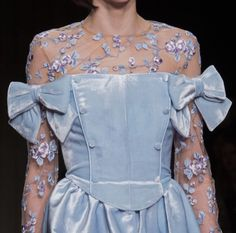 I love fashion and colours, windy days, scones, and a whole other lot of beautiful. Fashion 2017, Couture Fashion, Runway Fashion, High Fashion, Fashion Show, Womens Fashion, Pretty Outfits, Pretty Dresses, Lanvin