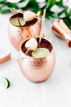 Lychee Moscow Mule recipe by Lorena Salinas Lychee Cocktail, Ginger Mojito, Lychee Drink Recipes, Tropical Drink Recipes, Cocktail Recipes, Mojito Ingredients, Vodka, Moscow Mule Recipe, Ginger Beer