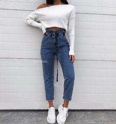 white knit sweater and blue denim jeans - Summer Style - Modetrends Jean Outfits, Casual Outfits, Cute Outfits, Ripped Denim, Blue Denim Jeans, Fashion Mode, Fashion Outfits, Style Fashion, Looks Instagram