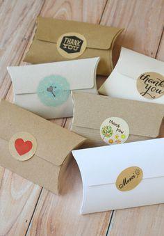 NO GLUE Pillow Boxes 5pc rustic DIY wedding favour packaging gift Kraft card box Bracelet Packaging, Jewelry Packaging, Craft Packaging, Box Packaging, Diy Wedding Favors, Diy Ribbon, Pillow Box, Gifts, Craft Displays