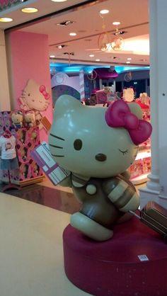Hello Kitty in the Taipei airport