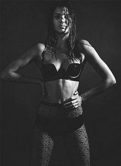 Kendall Jenner Lingerie Photo Steams Up Instagram!