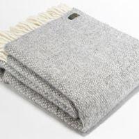Plaid Robust Grey  http://www.bellebien.nl/ProductSub.aspx?subCatId=81