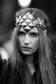 Street Style London Fashion Week primavera verano 2013 amazing head piece but she needs some makeup! Fascinators, Headpieces, Street Style London, Fantasy Fashion, Fantasy Men, Looks Pinterest, Looks Style, My Style, Glam Style