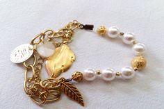 Art.P0012. Pulsera con tanza y piedras facetadas o perlas, cadenas y dijes. Por consultas escribinos a info@encapricharte.com.ar o buscanos en www.facebook.com/encapricharte