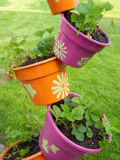 Topsy Turvy Strawberry Planter (how to)      I can not wait to make this!