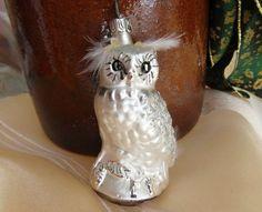 weiße Eule, Uhu, Weihnachten, Lauscha, Baumschmuck von Weihnachtsromantik auf DaWanda.com Etsy, Home Decor, Clear Ornaments, Christmas Jewelry, White Owls, Mushrooms, Christmas, Decoration Home, Room Decor