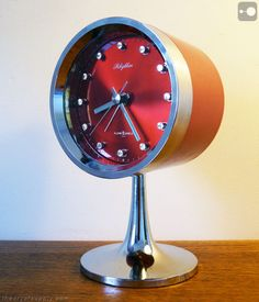 Fantastic retro alarm clock by Rhythm, Japan.
