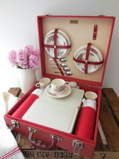 Vintage 4 person Brexton picnic set, red polkadot hard case, floral china, flasks and containers