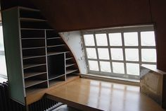 Le Corbusier's studio . . . this would be a great room for any use . . . love the shelves and window