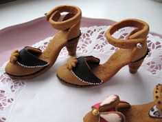 For the shoe-lover! Strawberry Hill, Honey Cake, Food Crafts, Gingerbread Cookies, Gingerbread Houses, Diy Projects To Try, Sweet Treats, Baby Shoes, Ginger Bread