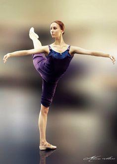 Svetlana Zakharova in class, photo by Mário Veloso. Svetlana Zakharova, Dance 4, Just Dance, Dance Moves, Ballet Class, Ballet Dancers, Ballet Barre, Mikhail Baryshnikov, Paris Opera Ballet