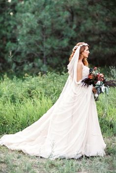 Wedding gown: The Velvet Bride - Organic Botanical Bridal Inspiration by Romancing the Stone Styling +  Megan Robinson (Photography) - via Magnolia Rouge