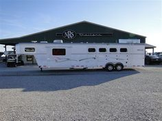 2012 Trails West SpeciALite 4 Horse 15' Living Quarters with Bunk beds!