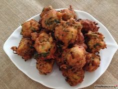 Chilli Bites are a scrumptious Indian snack, fast becoming a popular finger food… Vegetarian Snacks, Healthy Vegan Snacks, Savory Snacks, Diet Snacks, Quick Snacks, South African Dishes, South African Recipes, Indian Dishes, Indian Snacks