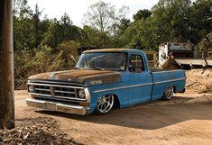 Low Fast Famous — Hot Wheels - Damn this Ford is looking. Custom Ford Trucks, Vintage Pickup Trucks, Classic Pickup Trucks, Old Ford Trucks, Lifted Chevy Trucks, F100 Truck, Bronco Truck, Bagged Trucks, Shop Truck
