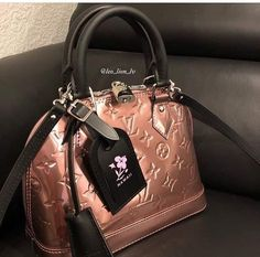 LV Shoulder Tote Louis Vuitton Handbags New Collection to Have Louis Vuitton Designer, Louis Vuitton Handbags, Louis Vuitton Speedy Bag, Tote Handbags, Purses And Handbags, Designer Handbags, Designer Totes, Designer Purses, Burberry Handbags