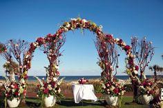 Les plus belles arches de mariage pour une cérémonie religieuse chargée en émotion - La Dolce Vita Studio